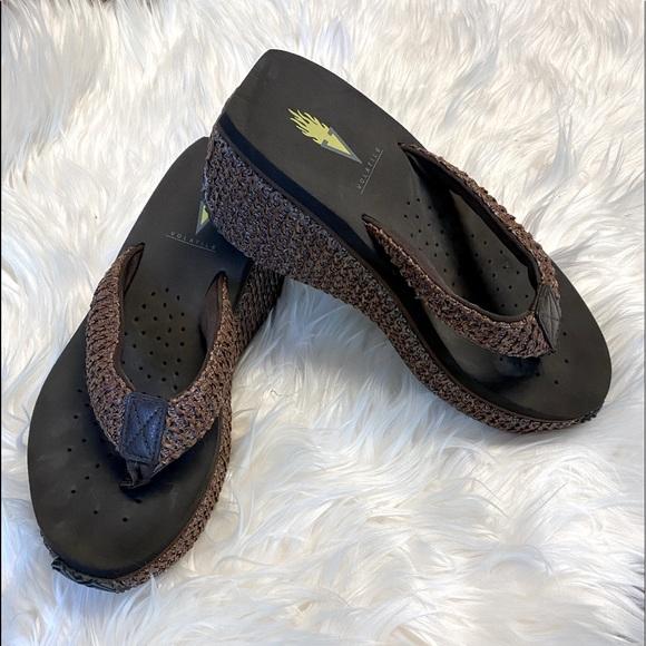 Volatile Sandals GUC size 6